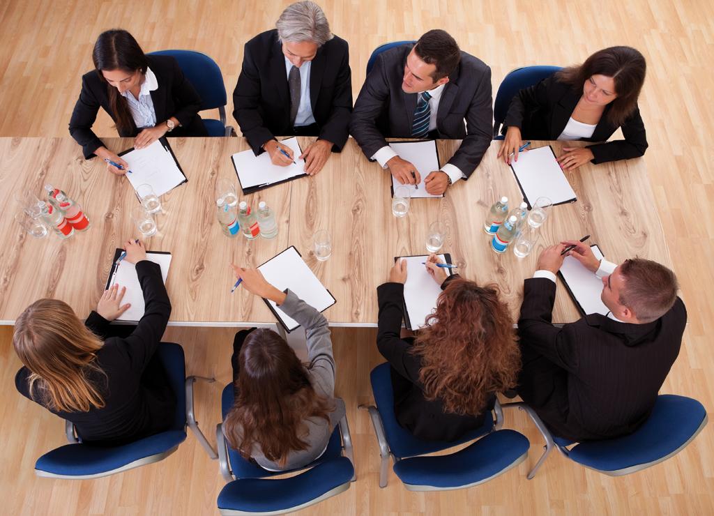 La desmotivació dels càrrecs intermitjos afecta directament la qualitat del servei que dóna l'empresa./SHUTTERSTOCK