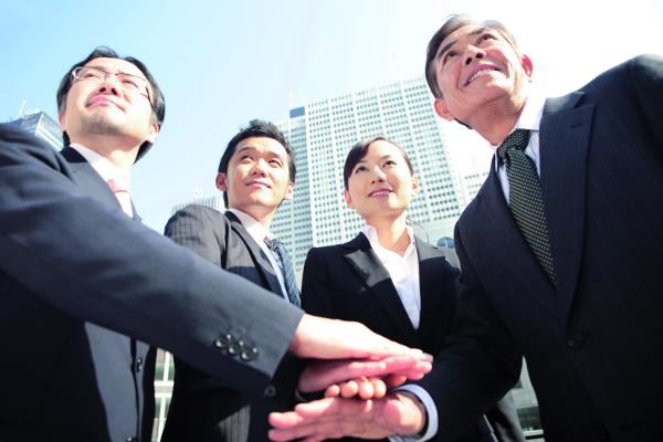 Els empleats japonesos se senten ben acollits per Espanya, on diuen que l'ambient laboral és més relaxat i el clima, millor.