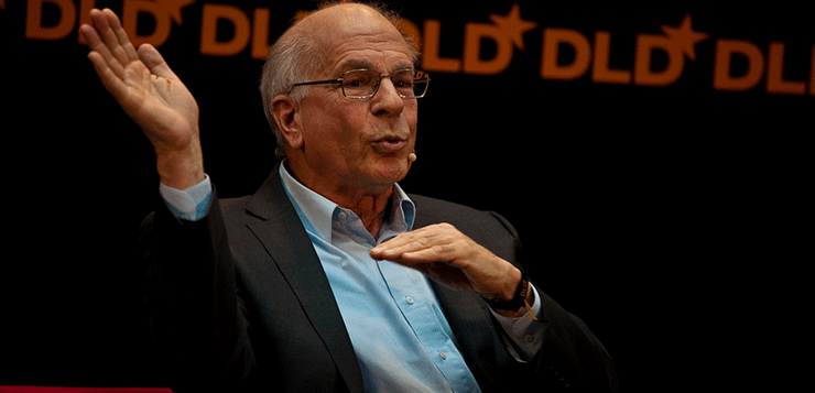 """<span style=""""color: #cc8215; font-weight: bold;"""">Daniel Kahneman.</span> El recorregut de les decisions: emoció <i>vs.</i> raó"""