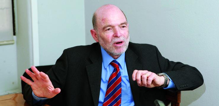 """Entrevista a <span style=""""color: #b6995b; font-weight: bold;"""">Nicholas Barr,</span> economista y profesor de Economía Pública en la London School of Economics (LSE)"""