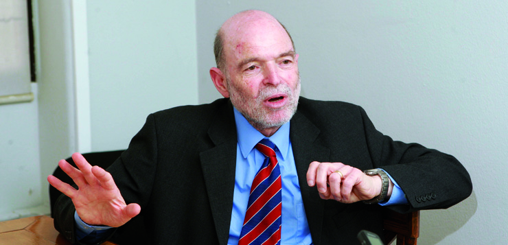 "Entrevista a <span style=""color: #b6995b; font-weight: bold;"">Nicholas Barr,</span> economista i professor d'Economia Pública a la London School of Economics (LSE)"