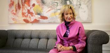 """Entrevista a <span style=""""color: #AEB100; font-weight: bold; text-transform"""">María Teresa Fernández de la Vega,</span> presidenta de Mujeres por África"""