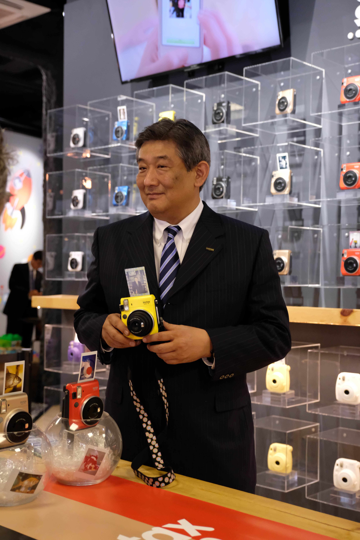 Go Miyazaki durant la celebració del primer aniversari de la Wonder Foto Shop de Barcelona, un espai de serveis de Printing digital desenvolupat per FujiFilm que aspira a ser el buc insígnia de les noves botigues fotogràfiques d'Europa.